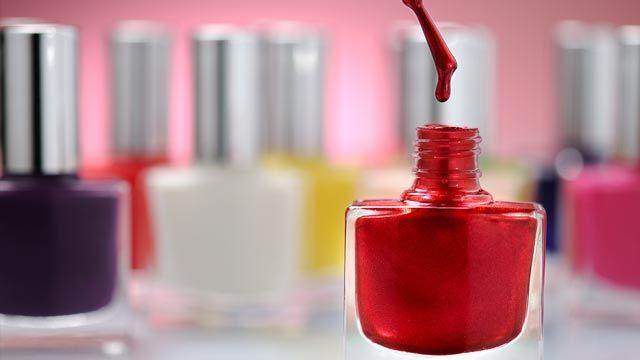 Cómo revivir esmalte de uñas seco