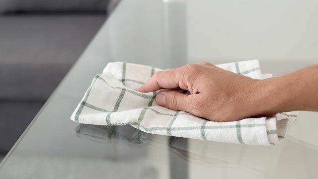 Cómo limpiar vidrios con amoniaco y vinagre