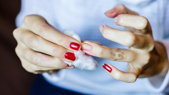 Cómo recuperar esmalte de uñas seco