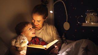 Cómo retomar las horas de sueño con la vuelta al colegio - Leer un cuento