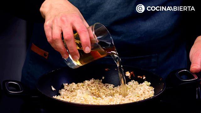 Risotto rojo de remolacha: ¡un arroz espectacular teñido de color! - paso 3