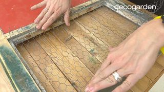 Cómo hacer una pizarra organizadora DIY reciclando una ventana - Paso 9