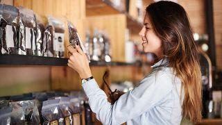 Lo que no sabes de los productos light o bajos en grasa - Revisar etiquetado de producto