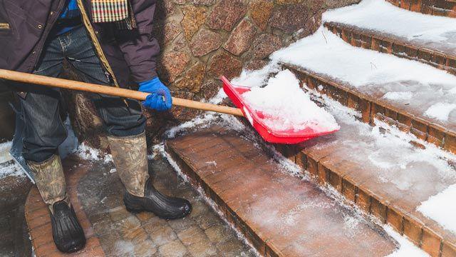 Usos de la sal de mesa: Derrite la nieve en invierno