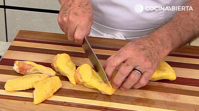 Alitas de pollo crujientes al horno (con albahaca y salsa picante), ¡la receta de Karlos Arguiñano! - paso 1