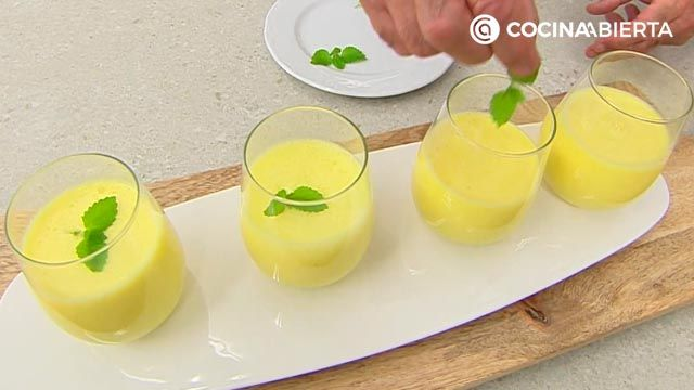 Batido de melocotón y yogur especiado por Karlos Arguiñano: ¡el lassi dulce o bebida típica de la India! - paso 3