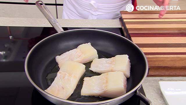 Bacalao noruego con espinacas, pasas y piñones