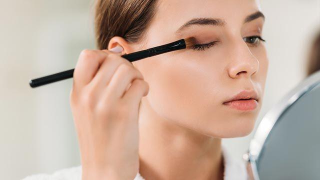 Cómo maquillar ojos encapotados y párpados caídos