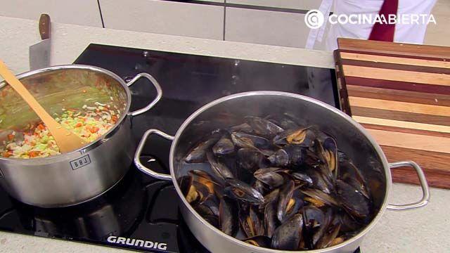 Sopa cremosa de verduras y mejillones
