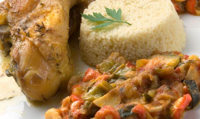 Pollo asado con pisto de champiñones y cous-cous