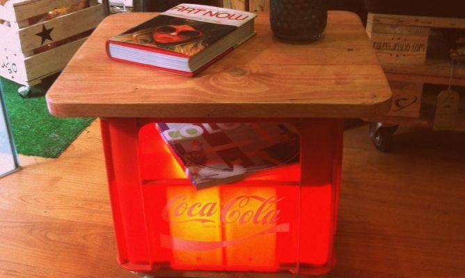 Mesa reciclada de palets y caja de cocacola en la - Mesa de palets bricolaje ...